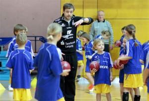 HCL Cheftrainer Heine Jensen beim Fielmann - Kids - Camp 2009.