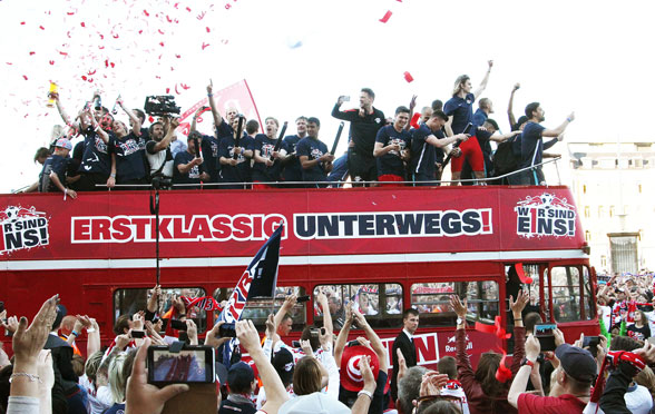 RB Leipzig schafft den Aufstieg: Leipzig meldet sich nach 22 Jahre im Fußball-Oberhaus zurück