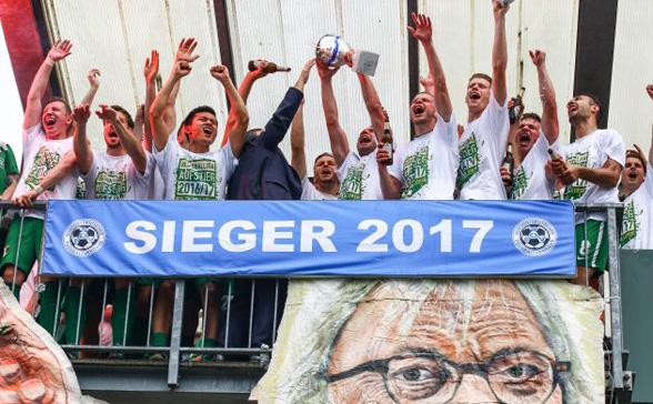 Der Aufstieg ist perfekt!: BSG Chemie Leipzig gewinnt gegen SV Schott Jena  mit 3:1